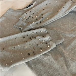 Boutique Pearl Accented Sleeves Gray Sweatshirt